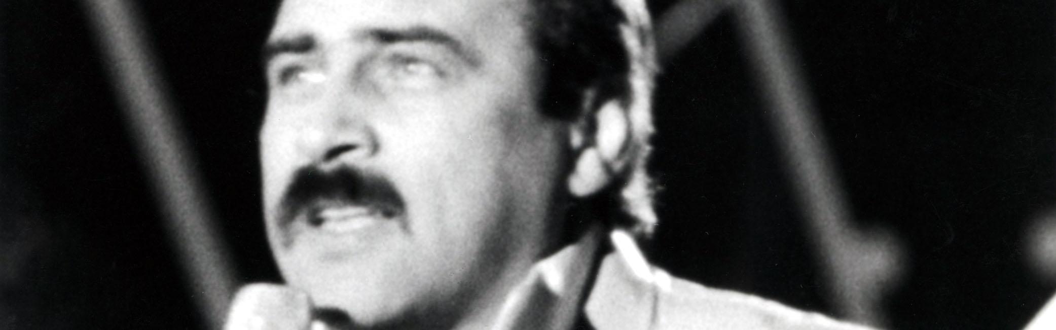 """Fot. Marek Karewicz / East News XXIII Krajowy Festiwal Piosenki Polskiej w Opolu, 1986. N/Z: Andrzej Zaucha wykonuje piosenke """"Daj"""""""