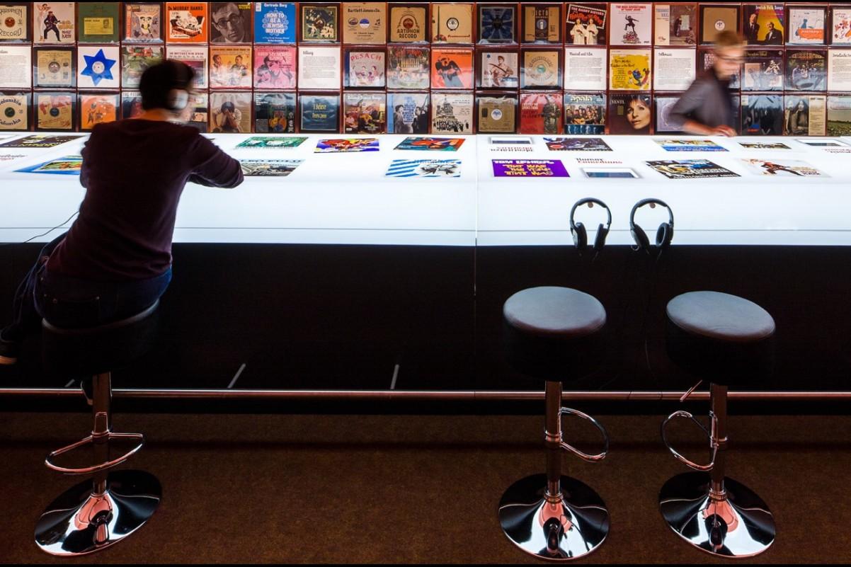 """Szafa grająca!"""" - historia muzyki popularnej utrwalona na płytach gramofonowych"""